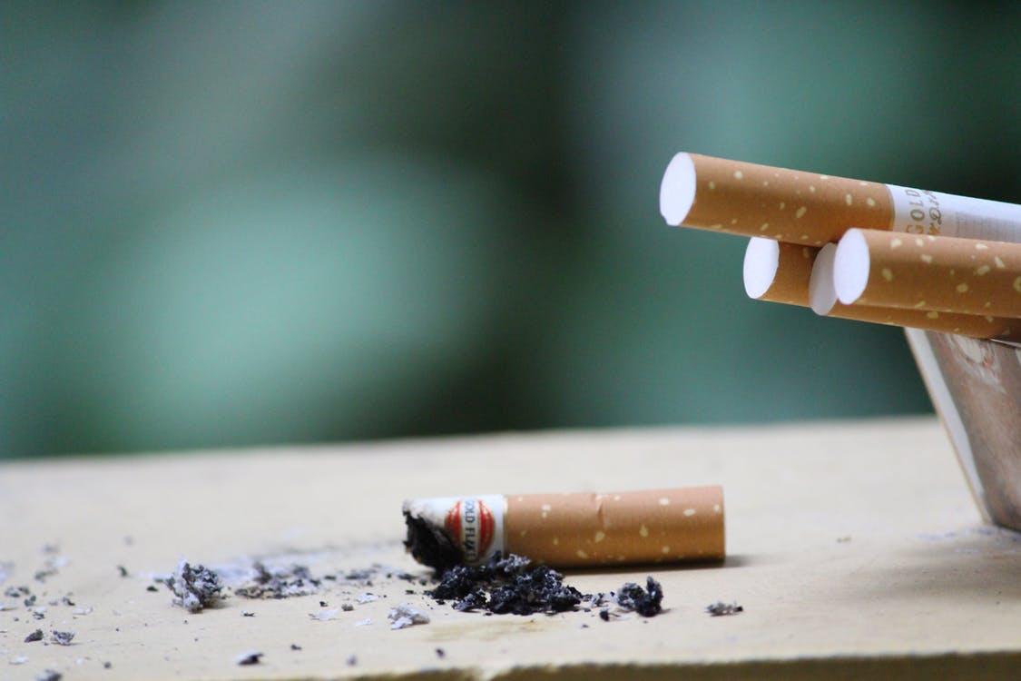 Roken in die winkelstraat levert je fikse boete op